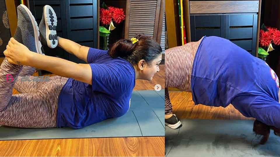 'Flexibility is being tested', Khushboo shared a picture of exercising