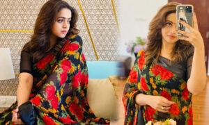 Bhavana-in-floral-saree