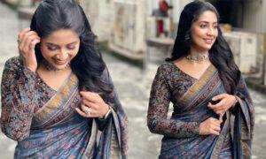 Navya-in-stylish-look