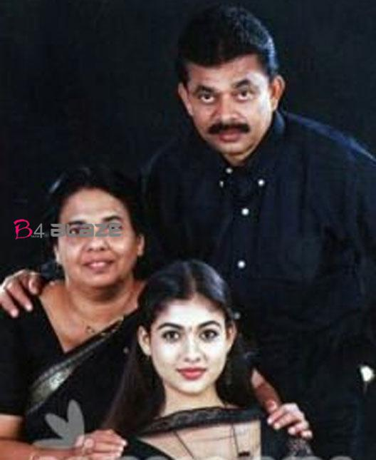 Nayanthara with father and mother