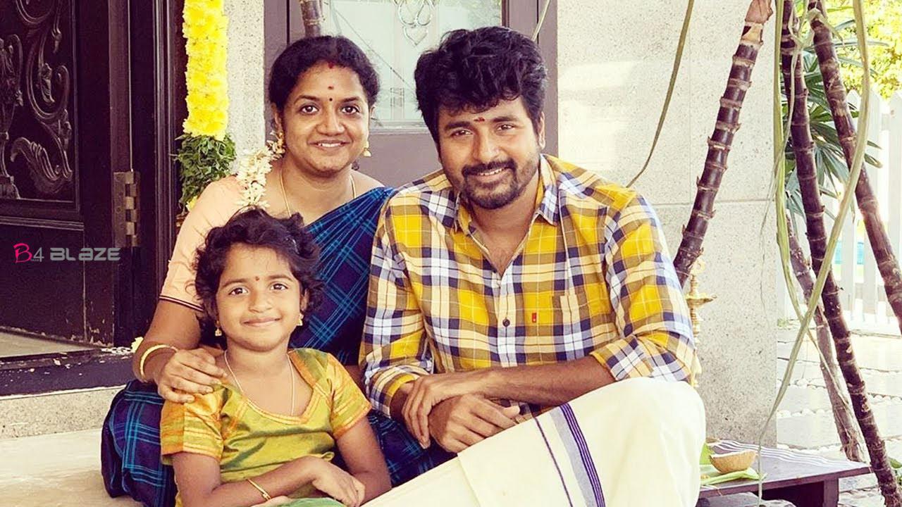 Shivakarthikeyan-with-family